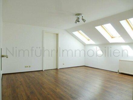 Gemütliche 2-Zimmer-Dachgeschoßwohnung in absoluter Ruhelage Nahe der Salzach