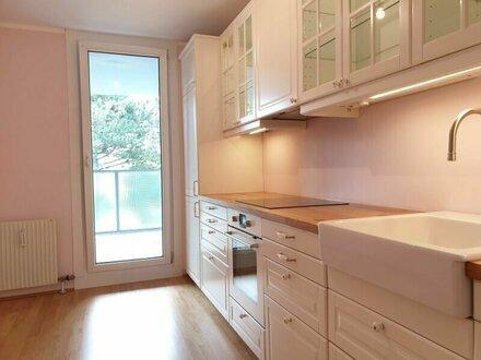 NEU Renovierte 3 Zimmer Wohnung mit Loggia