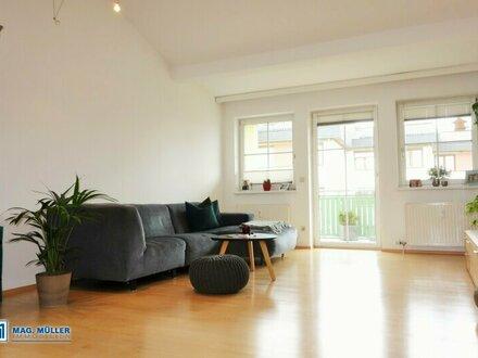 Licht - Platz - Lebensqualität! Individuelle 2-ZI-Dachgeschoss-Wohnung mit Gebirgsblick