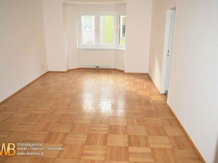 Zentral begehbare 3 Zimmer Wohnung mit eleganter Küche