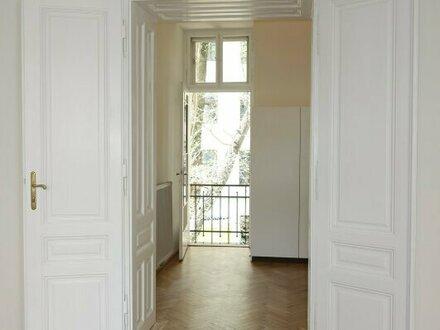 Erstbezug nach Renovierung, Stilaltbauwohnung mit Balkon und LIFT!
