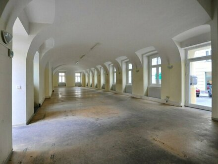 EUM - Großzügiges Ecklokal mit hoher Gewölbedecke Nähe Mariahilfer Straße!