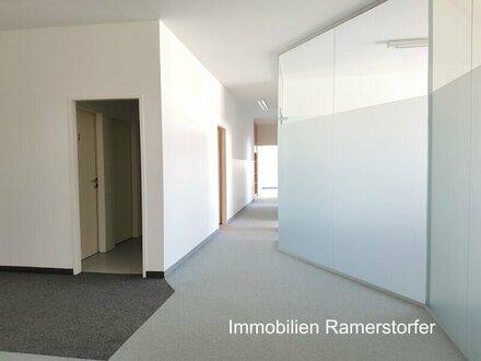 Ansprechende Büro- bzw. Praxisräume in oberster Etage
