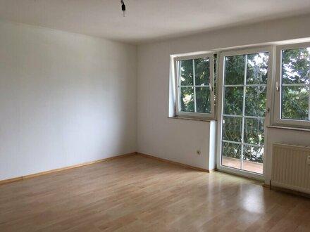 Helle 4-Zimmer-Wohnung mit Balkon in Eugendorf
