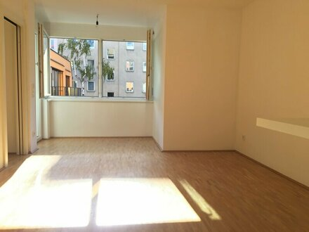 Entzückende 2 Zimmerwohnung mit südseitigem Balkon! Nahe U6!
