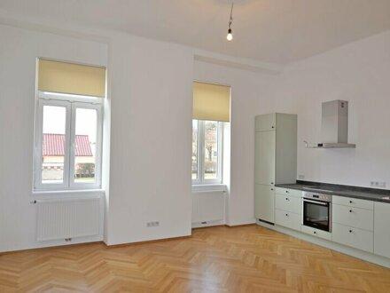 ERSTBEZUG: Stilvolle 3 Zimmer-Wohnung mit Landhausküche