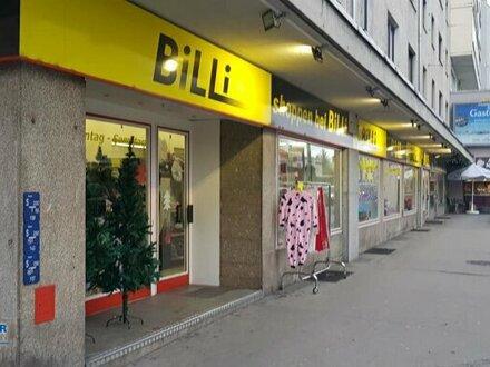 Geschäftslokal mit größen Schaufenstern, ideal für Einzelhandel, Tierarzt oder Wettbüro... hier ist alles möglich