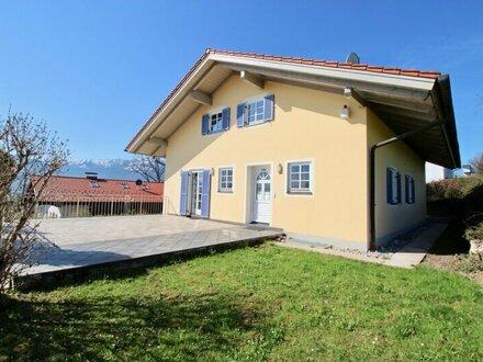 Holzhausen: Zweifamilienhaus mit traumhaftem Bergblick!