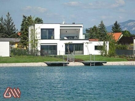 Seevilla de luxe am Wasser mit Blick auf den Golfplatz