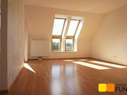 Großzügige 2-Zimmer-Dachgeschosswohnung