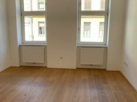 Erstbezug nach Sanierung! Hochwertige 3 Zimmer Altbauwohnung