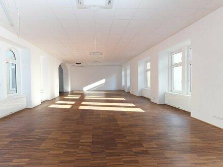 Direkt auf der Mariahilfer Strasse, dennoch in absoluter Ruhelage / Nähe Westbahnhof - stilvolles Altbaubüro - freie Ra…