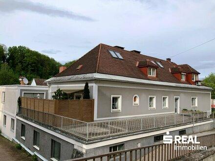 Lambach zentrumsnah - TOP-saniertes Zweifamilienhaus mit Historie