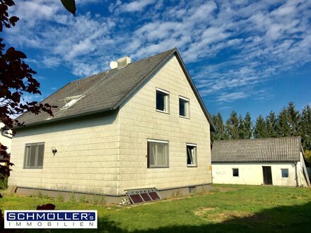 Kleines Ein- oder Zweifamilienhaus mit ausbaufähigem Dachgeschoss und sehr großem Garten