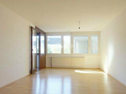 Helle und ruhige 3 Zimmer Wohnung mit Loggia - auch WG geeignet