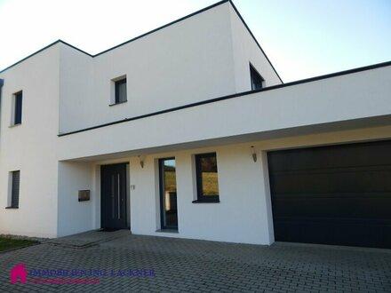 Modernes Einfamilienhaus im Grünen mit Stadtnähe zu Altheim