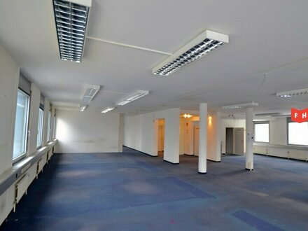 Modernes Großraumbüro bei U3 Station