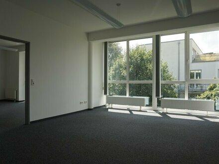 Maxglan: Geräumige Bürofläche mit Klimaanlage!