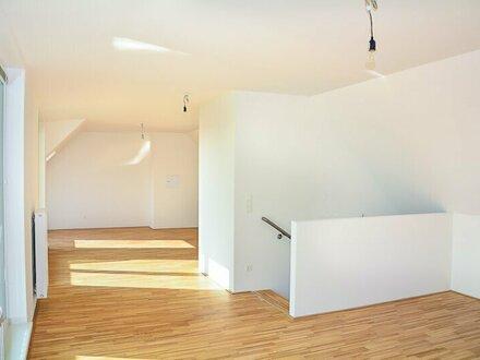 Ruhig & Hell: DG Wohnung mit Terrasse + Garagenplatz