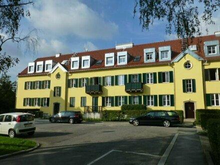 Dachgeschosswohnung in parkähnlichem Areal mit Balkon und Garten!
