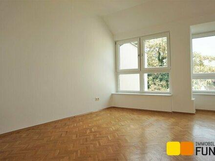 Helle, große Dachgeschoss-Wohnung, 3 1/2 Zimmer