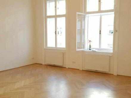 Mit viel Liebe zum Detail! Kernsanierte 2-Zimmer-Wohnung mit franz. Balkon