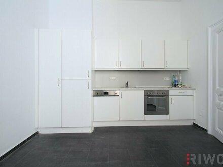 ***Erstbezug nach Sanierung --- 4-Zimmer Altbauwohnung mit Küche***