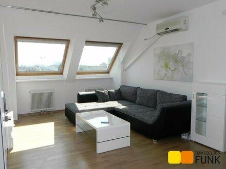 Dachgeschoss, teilmöblierte 2 1/2 Zimmer