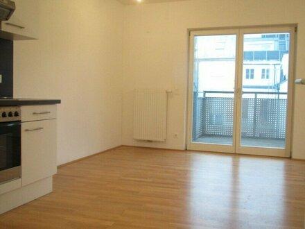 3-Zimmer-Wohnung mit großer Loggia in Hofruhelage!