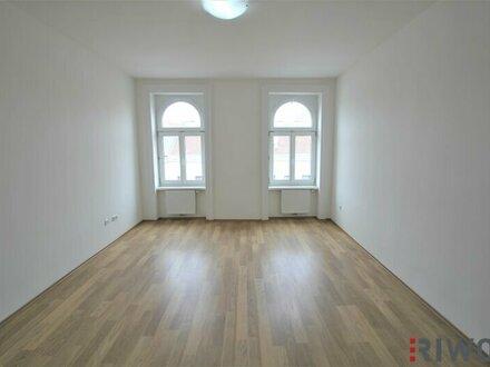 ERSTBEZUG beim AUGARTEN | Wunderschön sanierte 2 Zimmer Wohnung | 3. Liftstock | Günstige BK