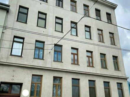 INVESTMENT / 2- Zimmer Altbauwohnung / unbefristet vermietet