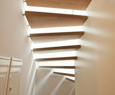 Ab ins Dachgeschoss! Beste öffentliche Anbindung + Perfekte Infrastruktur + Ideale Raumaufteilung + Hofseitige Terrasse!…