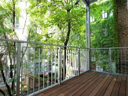 Erstbezug! Stilaltbau mit Balkon in Toplage