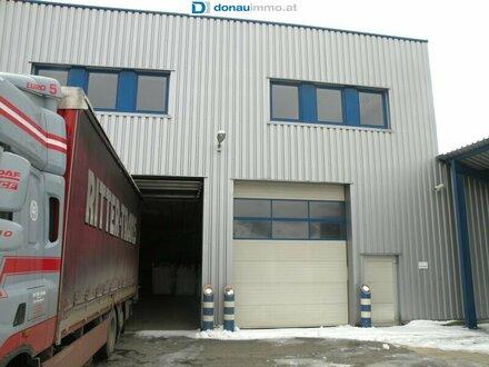 Großzügiges Betriebsobjekt mit Büroräumlichkeiten und Lagerhallen zu kaufen
