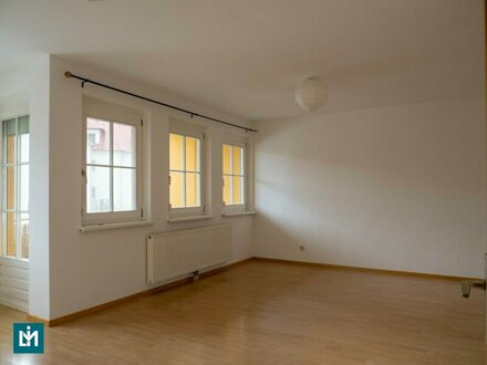 Charmante 3-Zimmer-Wohnung mit Loggia und Garagenplatz