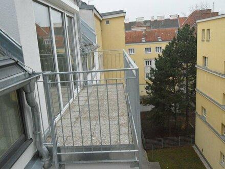 Wundervolle DG Wohnung mit zwei Terrassen, Innenhof