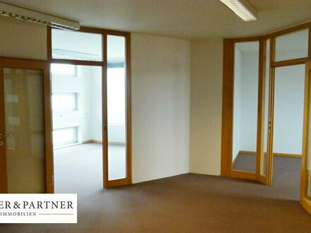 Moderne Ordinationsfläche / Büroetage in frequentierter Lage