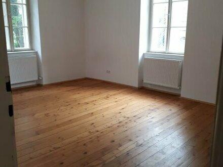 Tolle 4 Zimmer Wohnung in Zentraler Lage