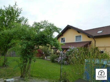 Nähe Lamprechtshausen: Neuwertiges Haus mit großen Garten und eigenen Pool