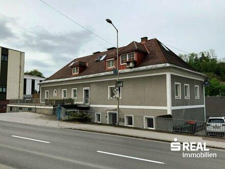 Lambach: Renditeobjekt mit 2 Wohneinheiten, große Terrasse, Garten, Stellplätze