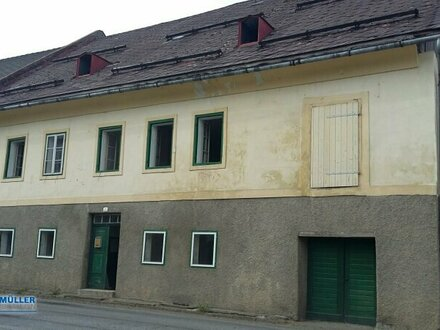 Stark renovierungsbedürftiges Wirtschaftsgebäude mit ca. 858 m² Grundanteil KAUFANBOT LIEGT VOR