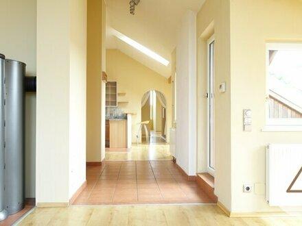 Sehr sonnige Dachgeschoss Maisonette Wohnung mit 2 Terrassen