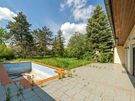 ++PREISREDUKTION++ Sanierungsbedürftiges Einfamilienhaus mit großem Garten und Pool!!