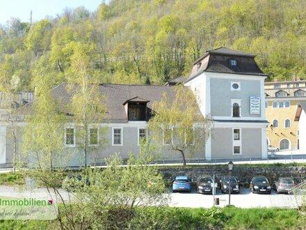 Preisgünstige 2-Zimmer-Wohnung in historischem Gebäude