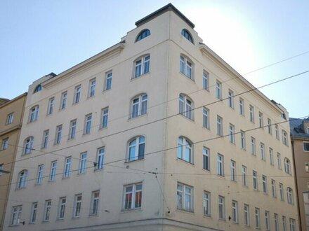 Sanierungsbedürftige, freundliche 2-Zimmer Altbauwohnung im 4. Liftstock! T33
