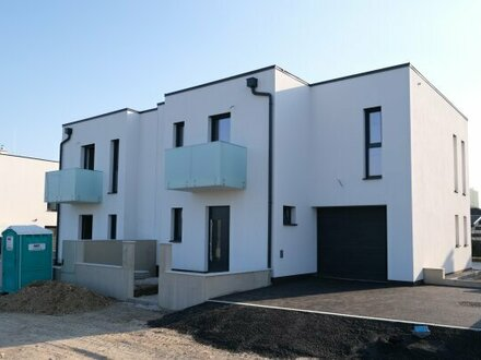 338 m² WOHNNUTZFLÄCHE mit 10 Zimmer - Zweifamilienhasu mit zwei GARAGEN / Kurz vor FERTIGSTELLUNG