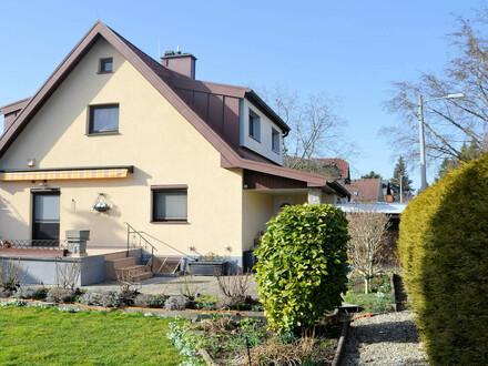 Schmuckes Einfamilienhaus mit schönem Garten