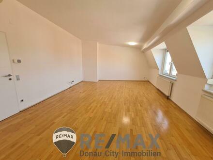 """""""Moderne Dachgeschoss-Wohnung, Nähe Badeteich!"""""""