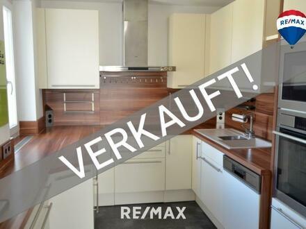 Sanierte 4-Zimmer Wohnung mit Tiefgaragen-Stellplatz