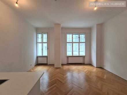 Schöne 2-Zimmer-Altbauwohnung mit offener Küche